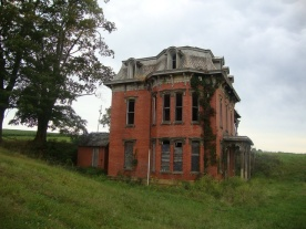 db8c238a7f538bcd52f9a4e73b77298e--abandoned-mansions-abandoned-buildings